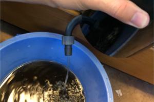 エーハイムにたまった水を出し切る