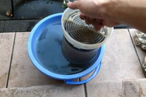 ろ材を洗う