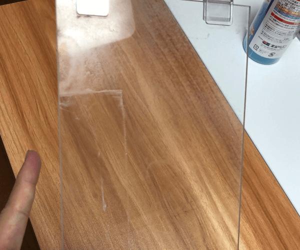 水垢のついた水槽のふた